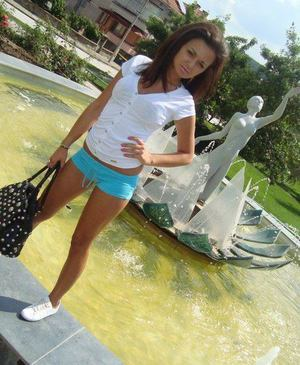 Suzanna from California is looking for adult webcam chat