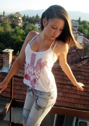 Edda from  is interested in nsa sex with a nice, young man