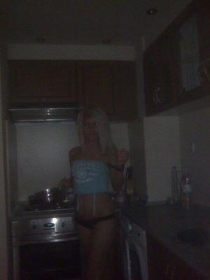Hettie from Pennsylvania is looking for adult webcam chat